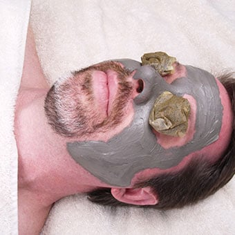 A man receives a green tea facial as a home remedy for rosacea.