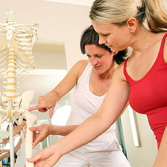 A specialist explains sciatica to a patient.