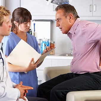 A doctor discusses sacroiliac (SI) joint pain with a patient.