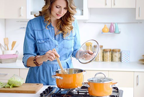 The Cabbage Soup fad diet promises dieters can lose up to 10 pounds in seven days. The main reason for this is that it severely restricts calories. Do not go below 1,200 calories a day without a doctor's supervision.