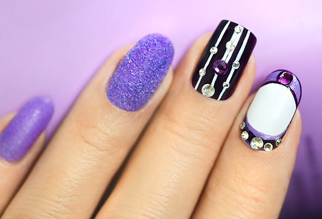 Yes, you can have short acrylic nails.