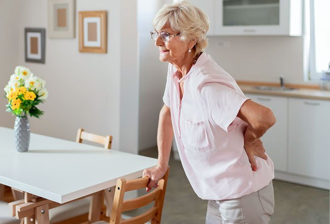 Causes of upper back pain include long periods of sitting, injury, or strain accidents.
