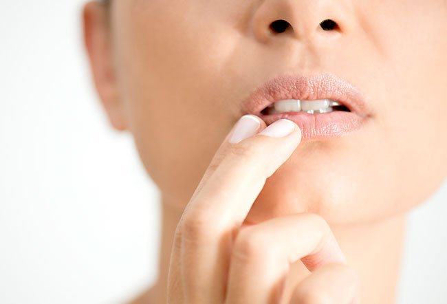 Causes of Fordyce spots on lips inclde high cholesterol, greasy skin, age, rheumatic disorders, and certain types of colorectal cancer.