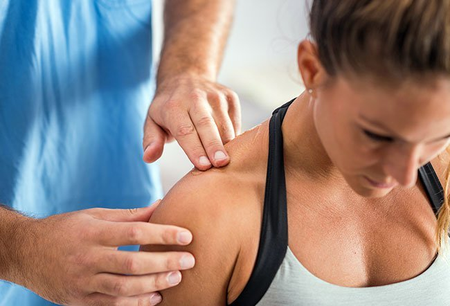 Getting plenty of rest and applying warm compresses are the best ways to relieve trapezius pain. It is also advised to consult a physiotherapist for persistent and recurrent pain.