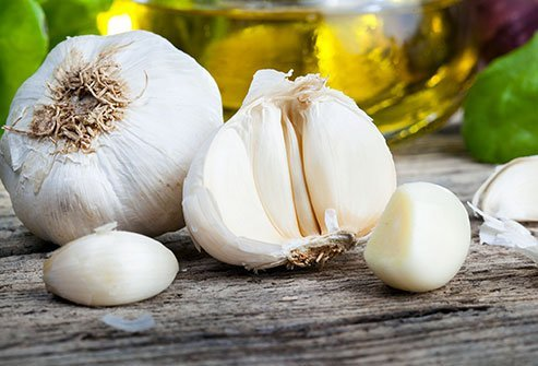 https://images.medicinenet.com/images/article/main_image/how-much-is-a-clove-of-garlic.jpg