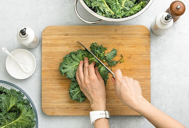 A serving of raw kale contains 33 calories.
