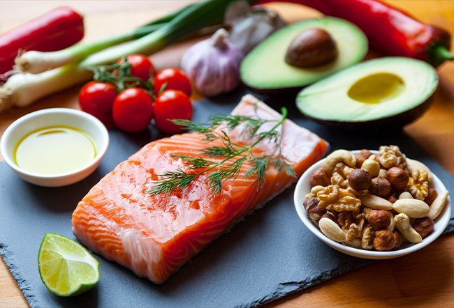 Ankylosing spondylitis is a type of arthritis that affects the spine and large joints. The best diet for ankylosing spondylitis includes the Mediterranean diet or a diet rich in lean protein, vegetables and fruit that eliminates refined flour, sugar, alcohol and processed foods.