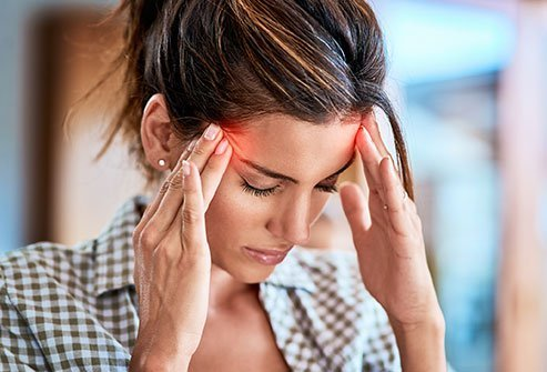 What causes migraines, migraine headache symptoms, treatment, prevention, ocular, aura