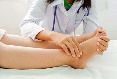 A superficial peroneal nerve block is an injection to numb the leg and top of the foot.
