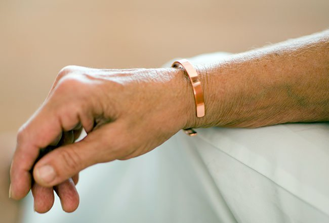 what does wearing a copper bracelet do