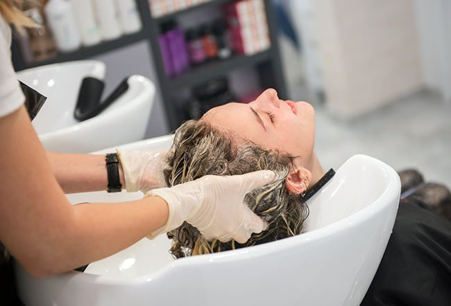 A clarifying shampoo is a shampoo that helps get rid of buildup in your hair. The buildup may be due to the residue left by your daily shampoos, chlorinated water during swimming, coloring treatments, oils, dust and other chemical treatments on your hair.