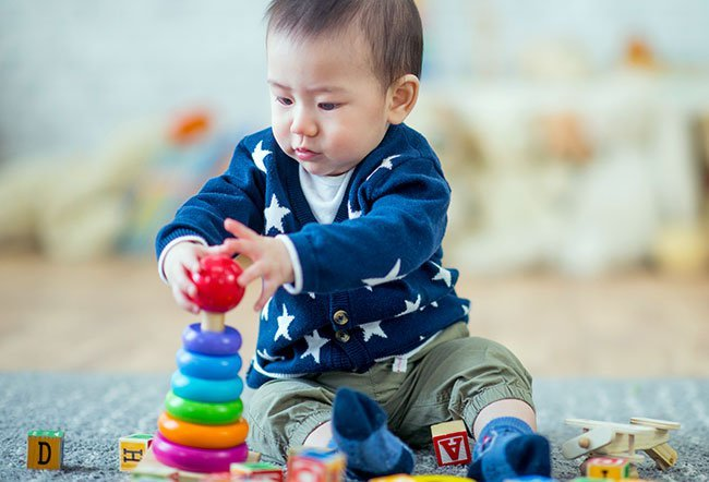 Most parents are worried about keeping their toddler or preschooler occupied in a way that will have a positive effect on their development. To choose a developmentally appropriate toy for your child choose open-ended toys, steer clear of electronics, stay away from educational toys and pick toys that will grow with your child and encourage them to be active.