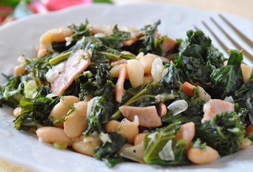 Photo of kale and white beans.