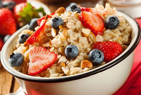 Experts recommend a healthy morning meal like oatmeal or whole wheat toast with fruit.