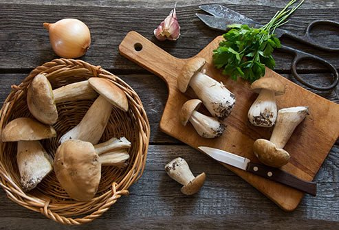 Antioxidants like glutathione are abundant in mushrooms.