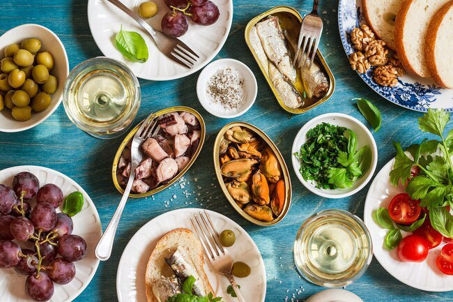 People who eat mediterranean diet have fewer asthma attacks.