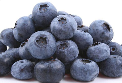 Research in animals shows that blueberries may help protect the brain from the damage caused by free radicals and may reduce the effects of age-related conditions such as Alzheimer's disease or dementia.