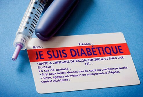 An insulin needle and diabetic card written in French.