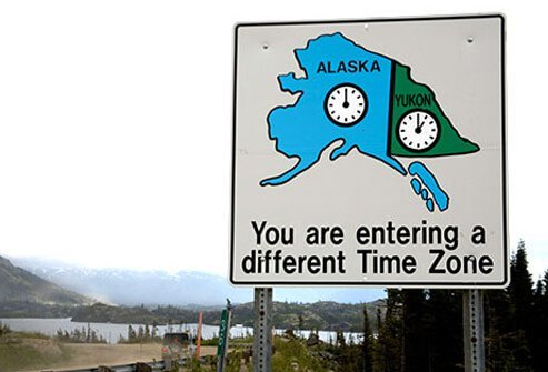 A roadside sign alerting to changing time zones.