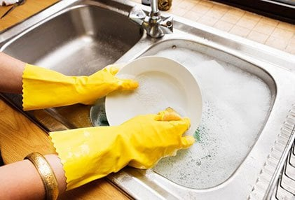 Wash dishes and utensils well in hot, soapy water to reduce the risk of transmission of strep throat.