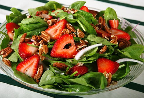 Spinach packs a heart-healthy punch with beta-carotene, vitamins C and E, potassium, folate, calcium, and fiber.