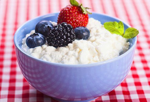 Photo of a bowl of cottage cheese and berries.