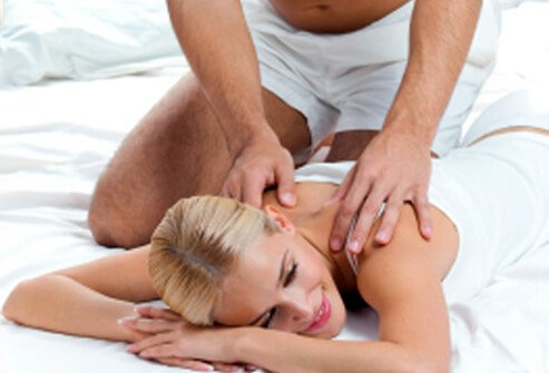 Men can minimize stress and anxiety during sex by focusing on pleasurable sensations such as eye-gazing, massage, and synchronized breathing.
