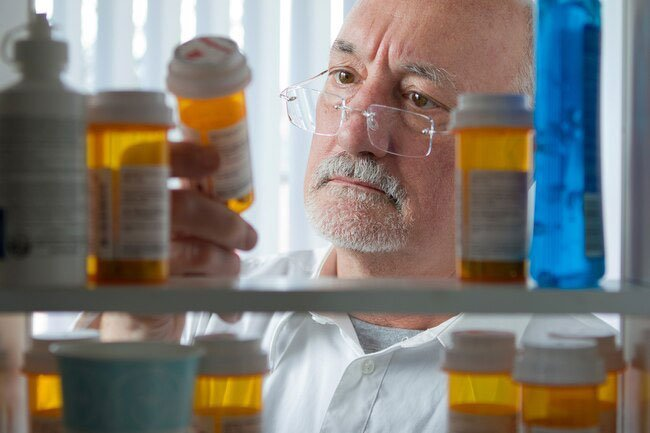 There are several reasons older people may have problems with prescription drugs.
