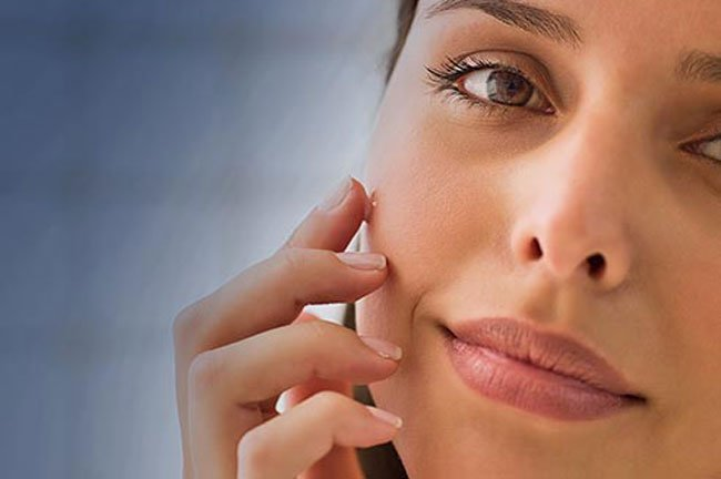 Use retinoids at night due to skin sensitivity issues.
