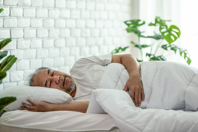 Believe it or not, getting enough sleep can help you when you're trying to lose weight.