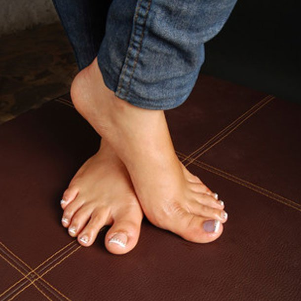 Foot Problems: Why Are My Toenails That Color?